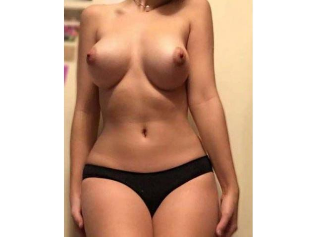 Sexy girl looking for hook up